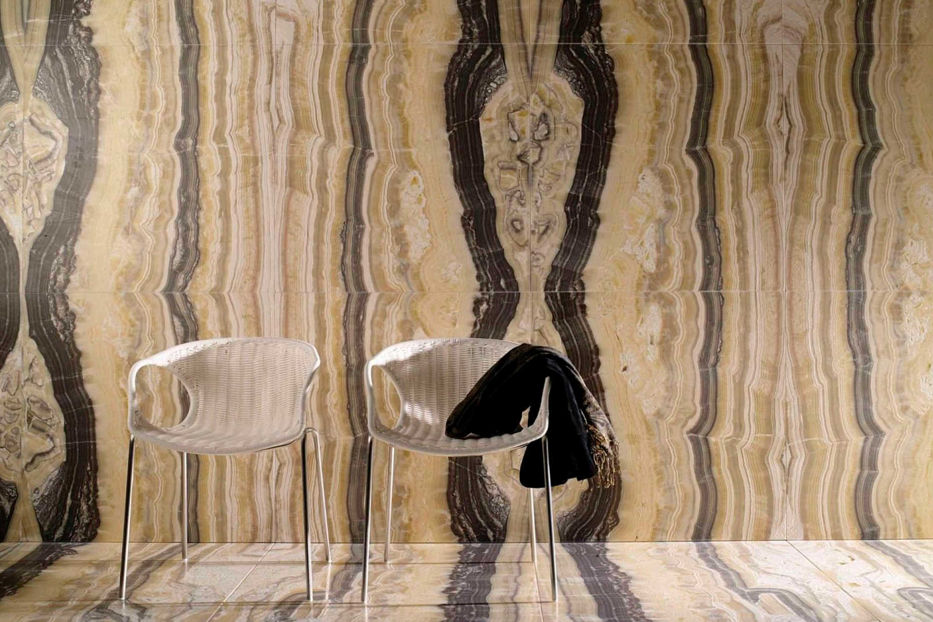 Onyx wall tile